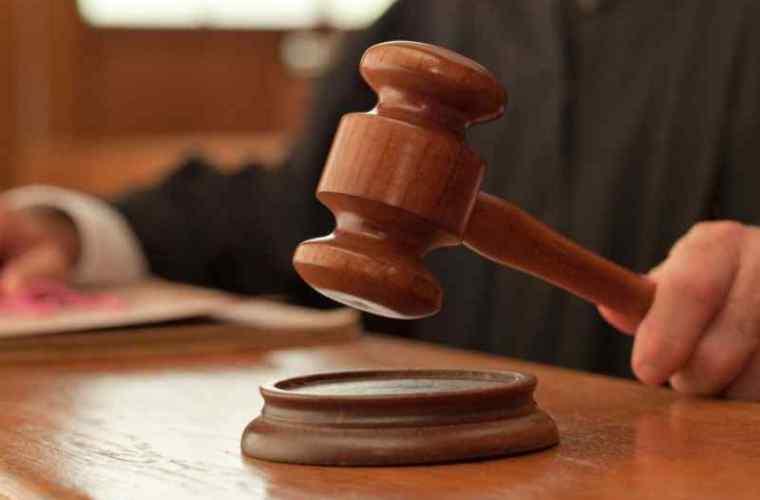 Cei doi procurori, acuzați de luare de mită de mii de euro au fost suspendați din funcție