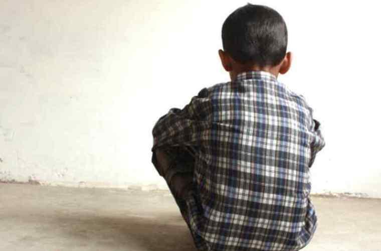 Se caută părinții! Un copil fără supraveghere, găsit la Poșta Veche