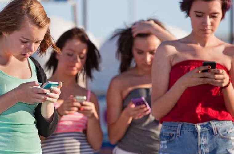 Cum ne afectează viața smartphone-urile