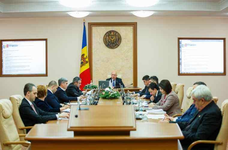 Guvernul a numit în funcții șase ambasadori