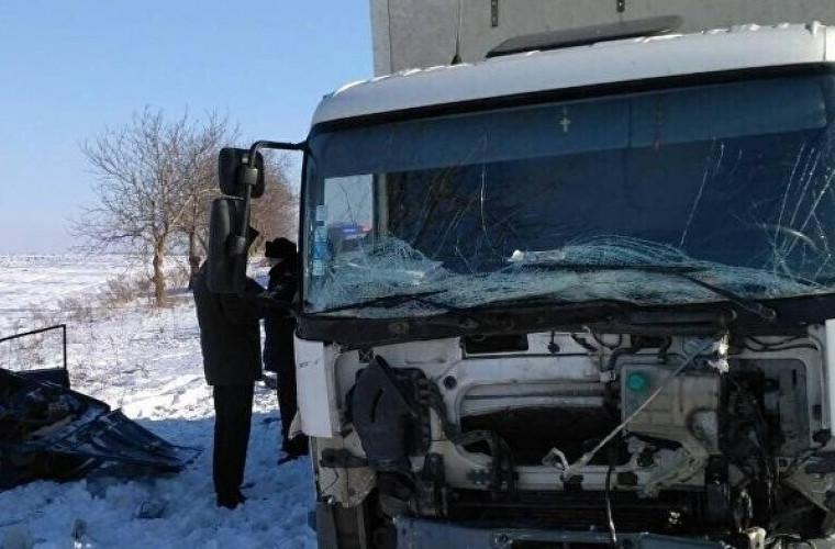 Accident groaznic! Patru angajați ai Poștei Moldovei au murit pe loc (FOTO)