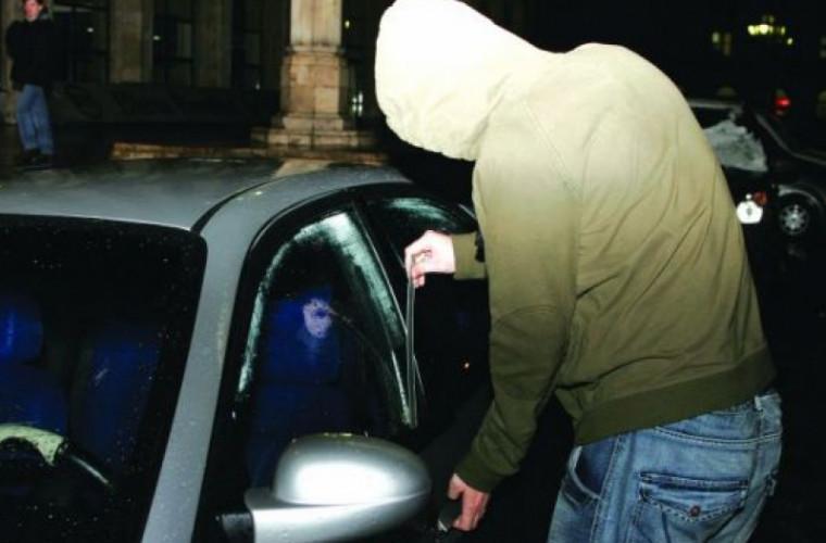 Spărgători de maşini, prinşi de poliţişti în capitală