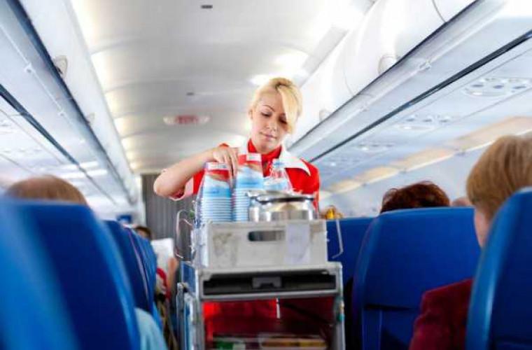 Iată de ce nu e bine să bei cafea în avion
