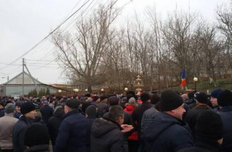 Locuitorii satului Puhoi, din nou în stradă. Ce au cerut aceştia (VIDEO)