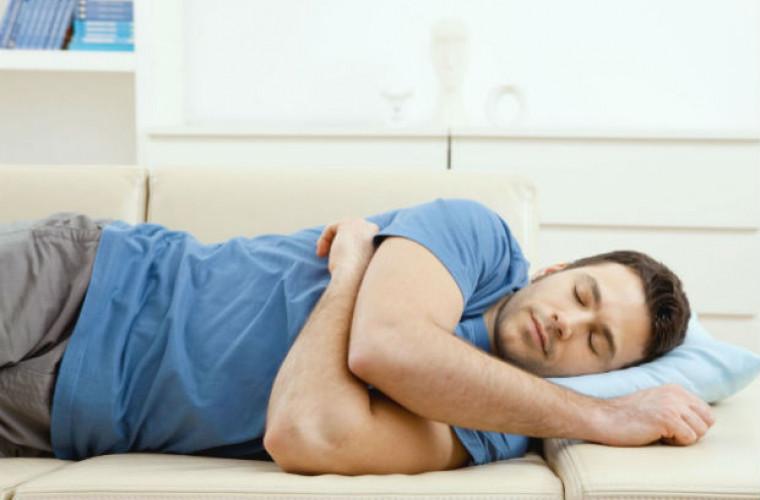 Dormi pe partea stînga? Află care sînt beneficiile