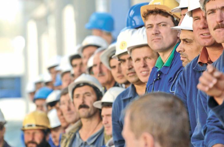 Acești muncitori vor munci mai puțin și vor fi plătiți mai mult