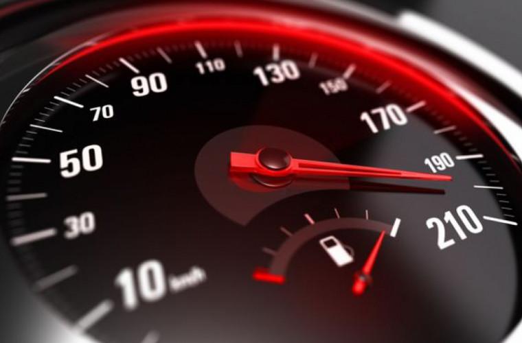 Circa 6 000 de șoferi prinși conducînd cu viteză excesivă