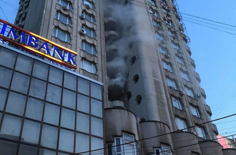 O persoană a ajuns la spital, în urma incendiului din sectorul Rîșcani