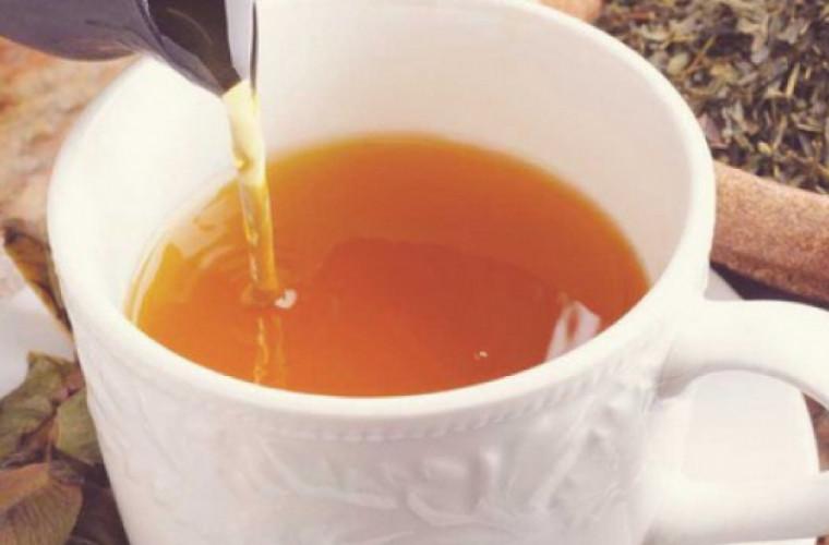 Ceaiul care curăţă ficatul după mesele cu mîncare grasă