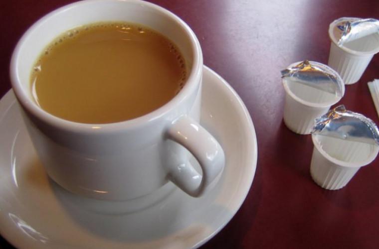 Ce se întîmplă cînd bei cafea cu lapte pe stomacul gol