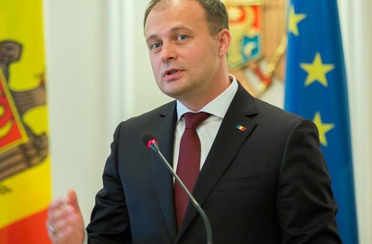 Candu îl acuză voalat de populism pe Băsescu