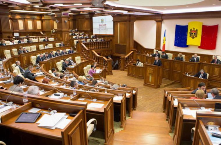 Opinii împărțite pe marginea declarațiilor Parlamentului