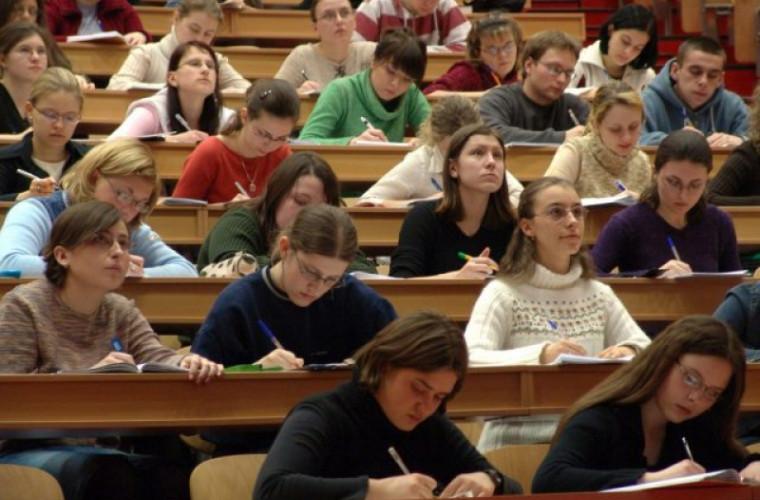 Ministerul Educației propune majorarea burselor cu 5 la sută