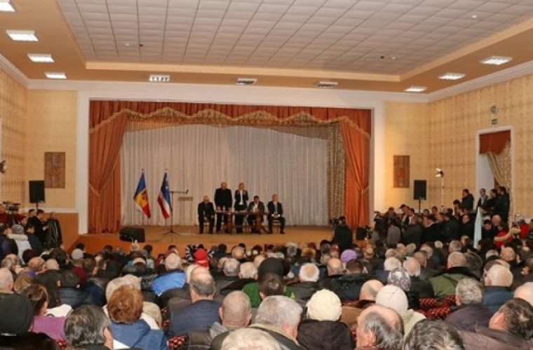 Deputați gata să lupte cu arma în mîini pentru statalitatea Moldovei