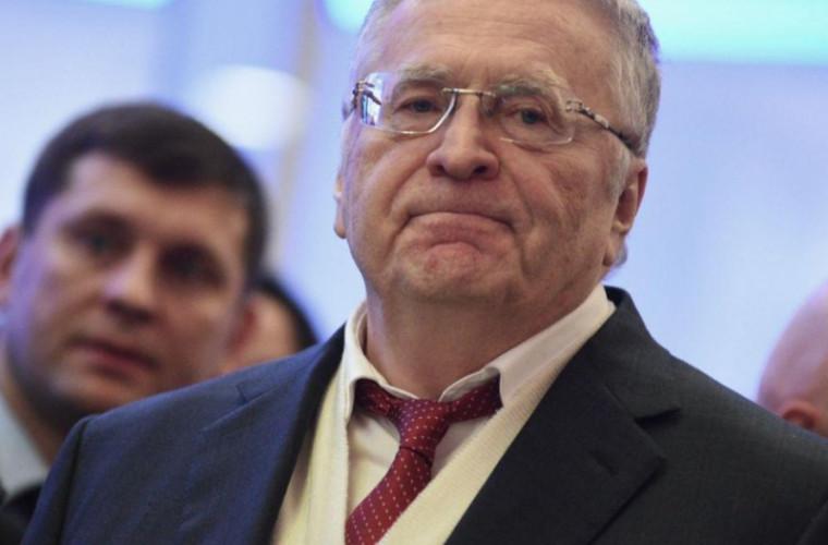 Dezbateri aprinse în Rusia: Xenia Sobceak l-a stropit cu apă pe Jirinovski (VIDEO)