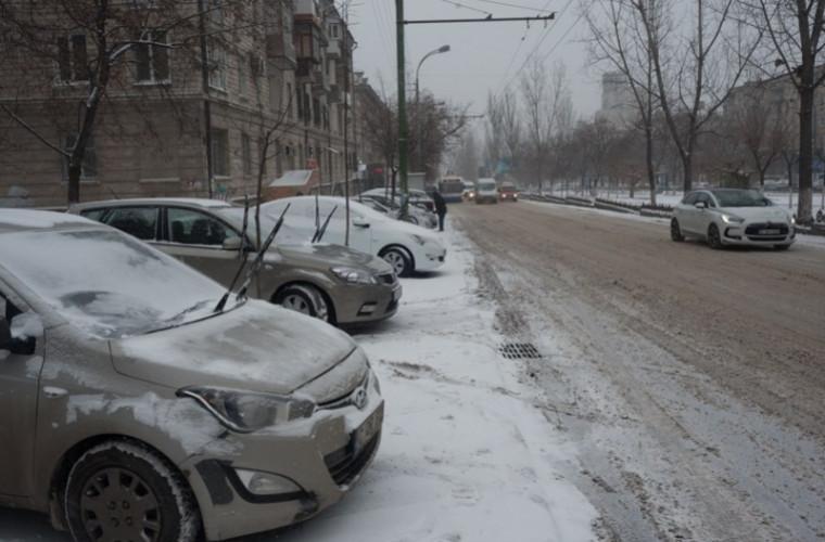 Mașini cu numere stranii, circulă pe străzile Chișinăului (FOTO)