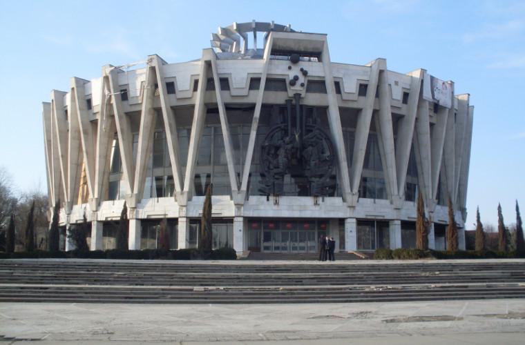 Show de excepţie cu gimnaşti şi dresori la Circul din Chişinău