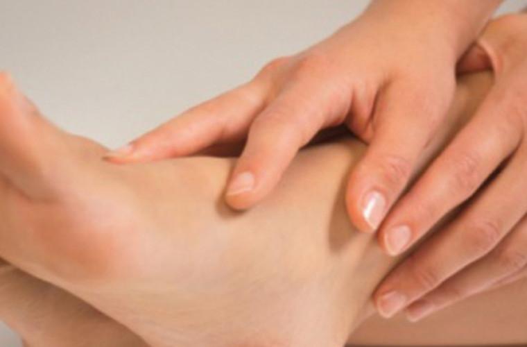 Ce probleme pot ascunde amorțeala și furnicăturile de la picioare