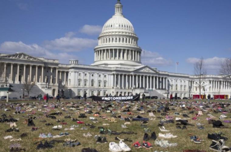 Protest cu pantofi la Washington