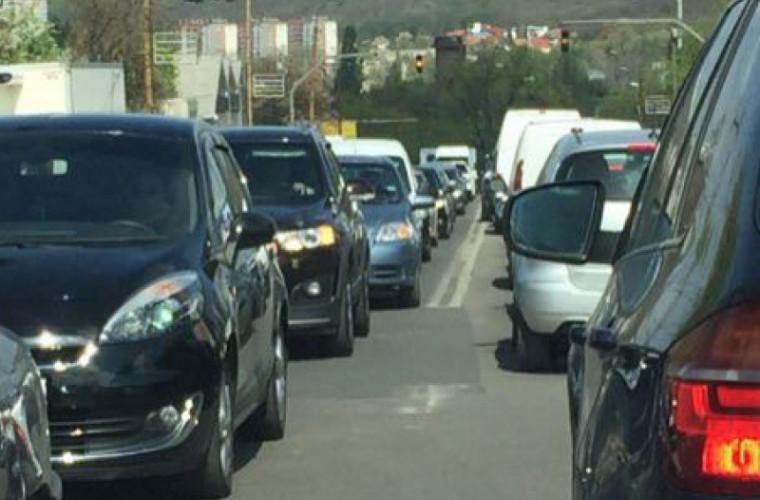 """Străzile capitalei """"pline"""" de ambuteiaje"""
