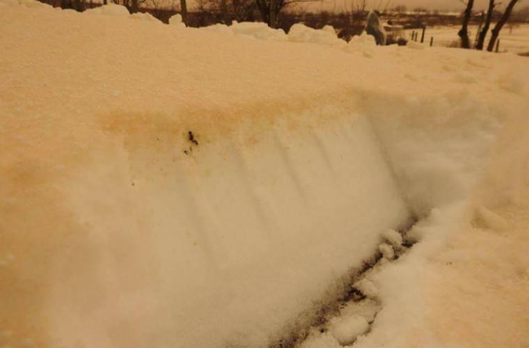 Cît de periculoasă este zăpada portocalie care a ajuns și în Moldova (VIDEO)