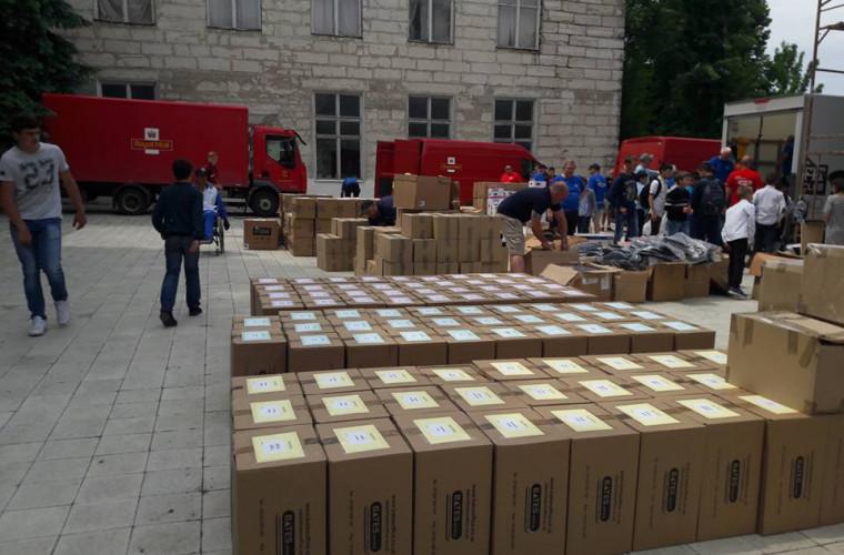 Moldoveanca ce a topit inima Reginei Elizabeta a adus 8 camioane de ajutor umanitar acasă