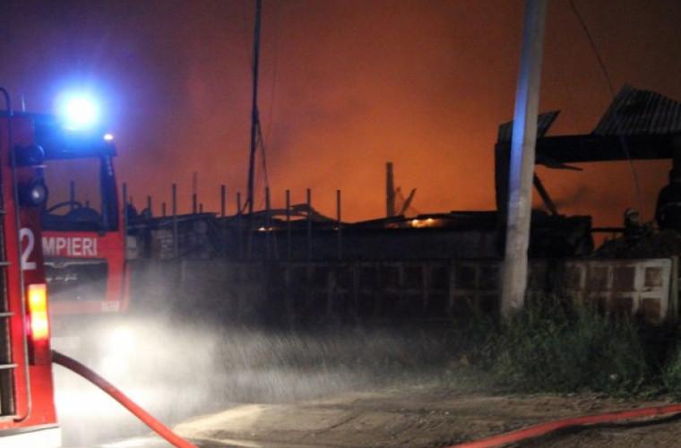 Imagini cu drona de la incendiul de la Strășeni (VIDEO)