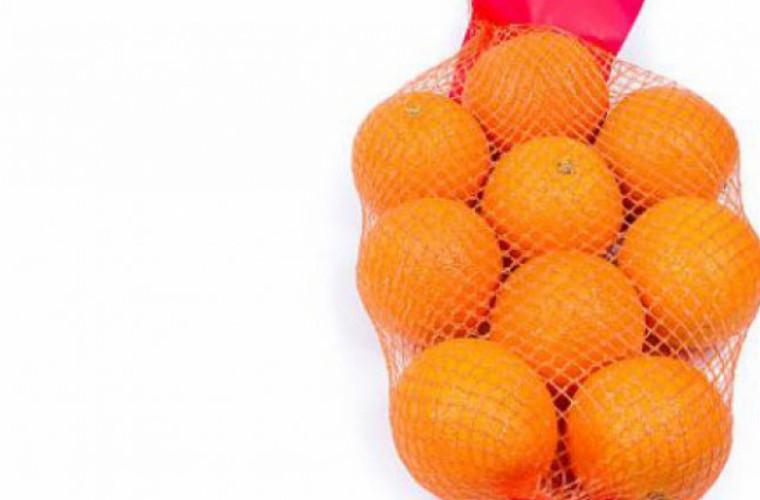 Motivul surprinzător pentru care portocalele se vînd doar în plase roșii