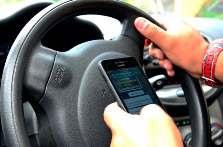 Utilizarea telefoanelor mobile în timpul șofatului va fi interzisă prin lege