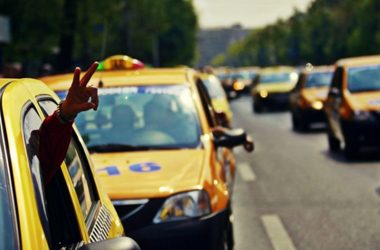 В Милане штрафуют таксистов в шортах