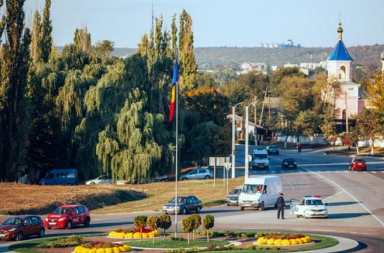 """Drumuri """"bombardate"""" la Orhei: Cum arată străzile lui Ilan Şor (FOTO)"""