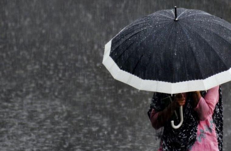 Nu uitați umbrelele acasă că vin ploile