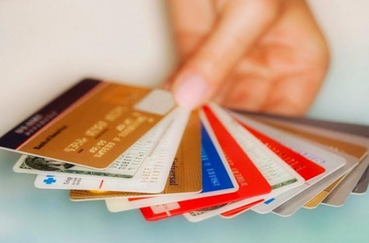 10 reguli pentru folosirea cardului bancar în vacanță