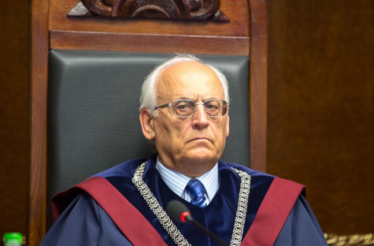 Бывший председатель КС потребовал перерасчета пенсии. Что решил суд?