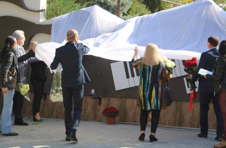 В Кишиневе открылся сквер в память композитора Михая Долгана