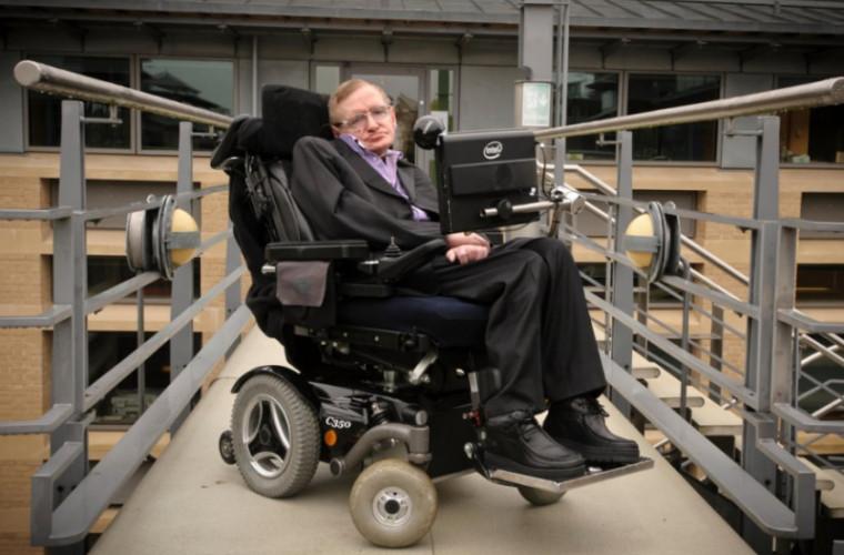 За какую сумму было продано инвалидное кресло Хокинга