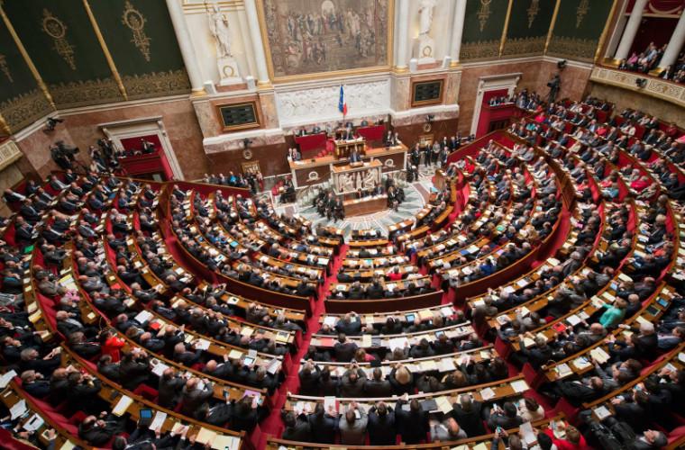 Guvernul francez riscă să fie demis