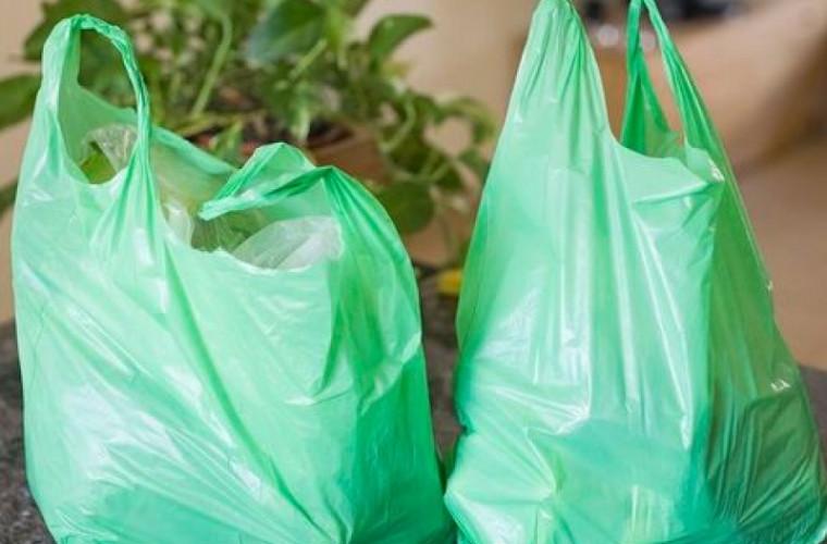 Запрет на полиэтиленовые пакеты вступил в силу, но лишь на бумаге