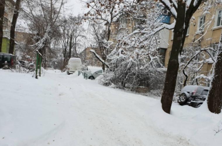 Дворы жилых домов завалены снегом (ФОТО)