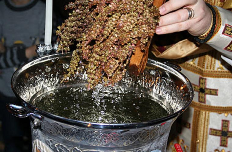Как использовать крещенскую воду