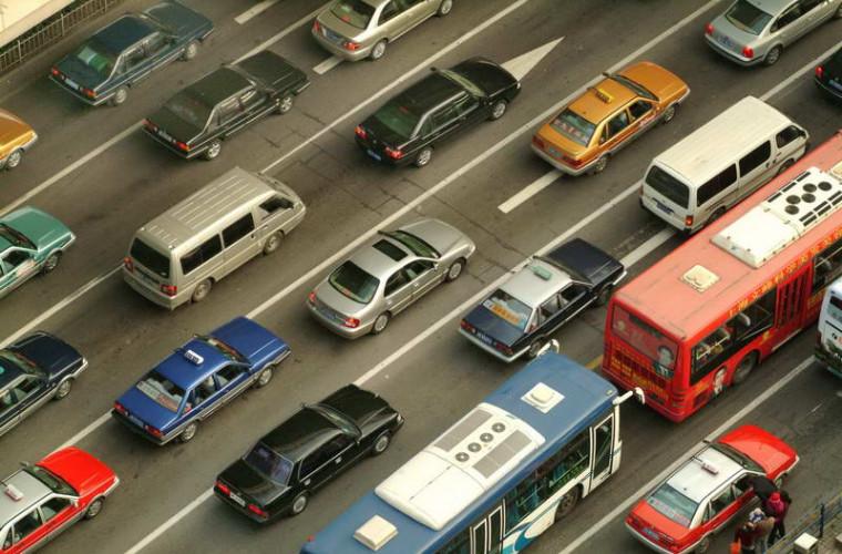 Mai multe străzi din capitală sînt blocate din cauza ambuteiajelor