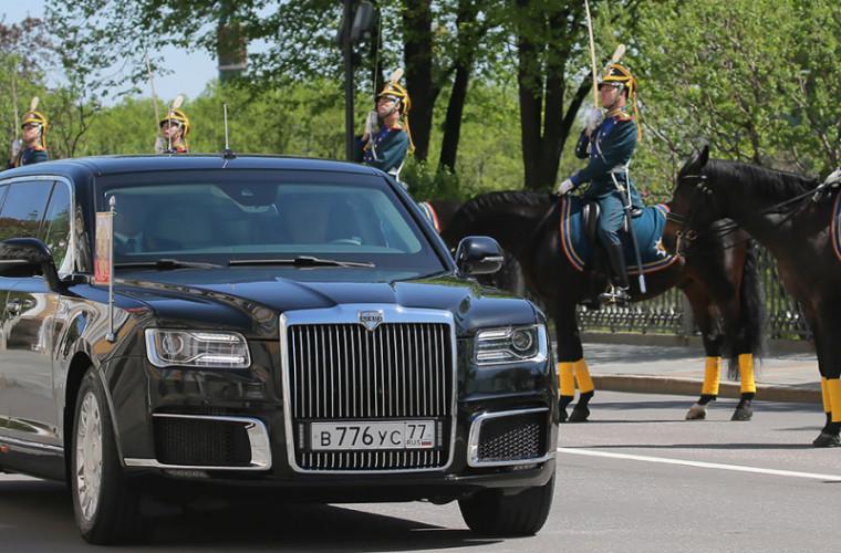"""La o expoziție de arme a fost demonstrat """"Cortegiul"""" lui Putin (VIDEO)"""