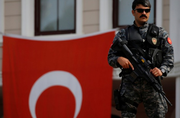 Aproape 300 de militari turci vor ajuge după gratii
