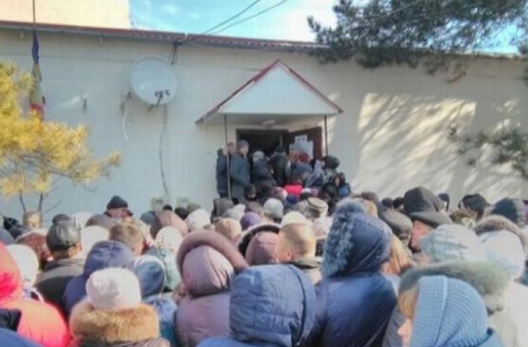 """Partidul """"ŞOR"""" îi corupe pe alegătorii din Coşniţa"""