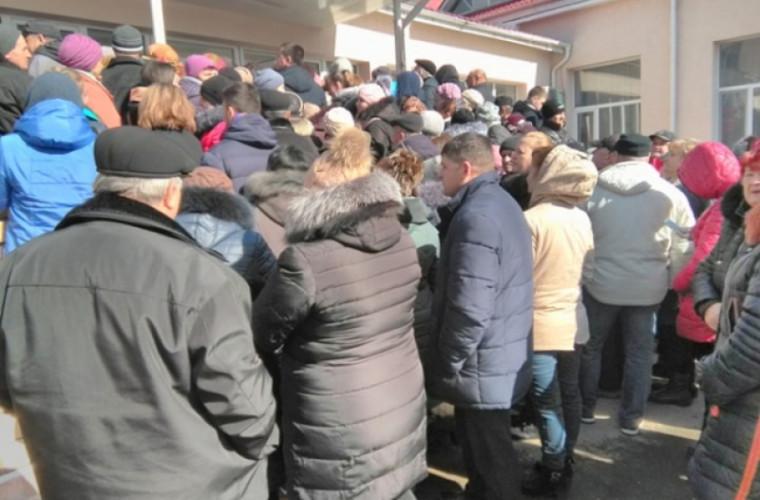 Îmbrînceli și haos la secția de votare din Doroțcaia (VIDEO)