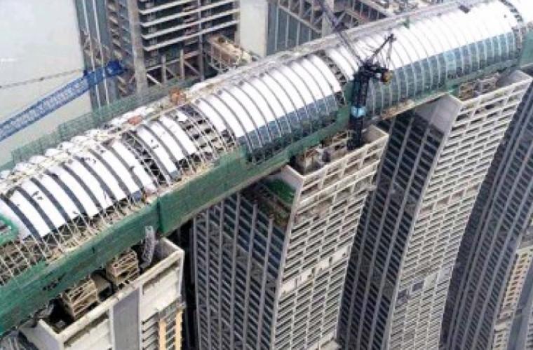 """China construiește """"un pod ceresc"""""""