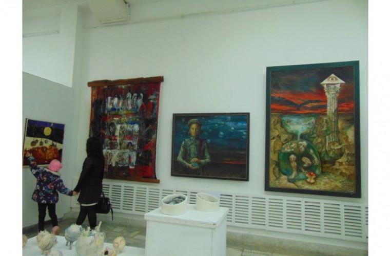 Expoziție aniversară, vernisată de o facultate de arte plastice