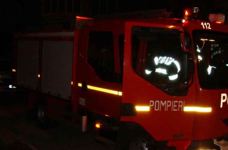 Incendiu provocat de o sticlă cu exploziv într-un bloc din capitală (VIDEO)