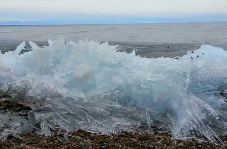 Редкое явление: Ледяные волны (ВИДЕО)