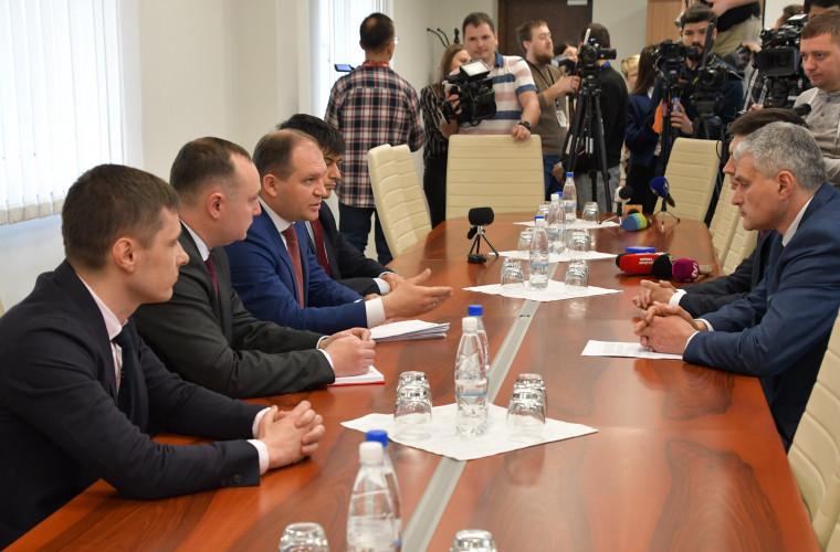 Zinaida Greceanîi: ACUM împinge țara spre alegeri anticipate